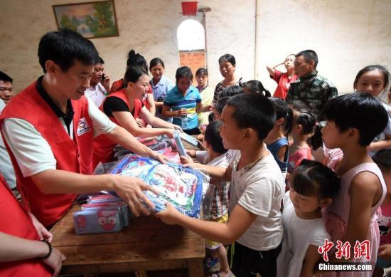 """中国农村留守儿童降至697万人 四川仍是""""留守大省"""""""