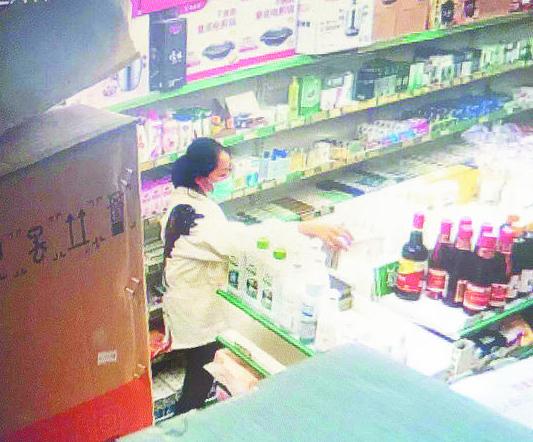 张店两家药店接连失窃 女子行窃过程被拍下