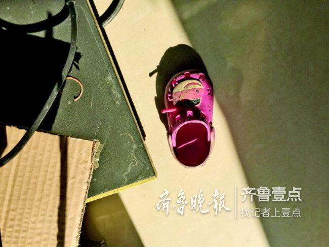 济南女童独自在家坠楼,事发时其母亲送大女儿上学