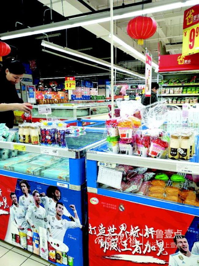 探访超市冷藏食品贮存情况:不少小超市为省钱常温卖