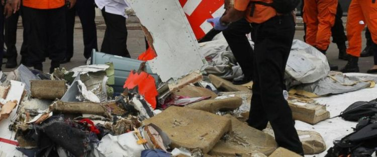 印尼军方:相信已确定狮航坠海客机机身位置
