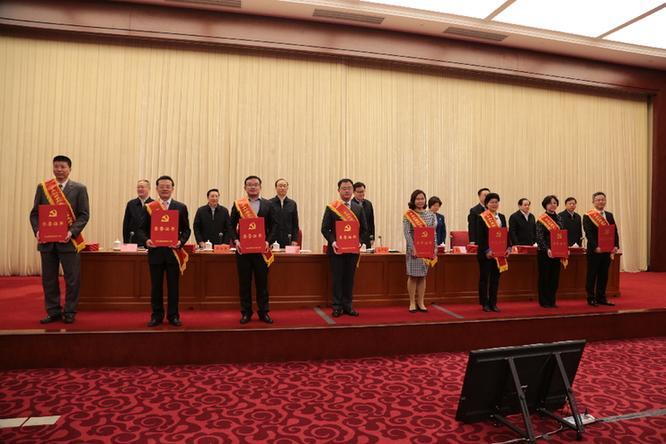 中央和国家机关脱贫攻坚先进集体、优秀个人表彰大会暨先进事迹报告会在京举行