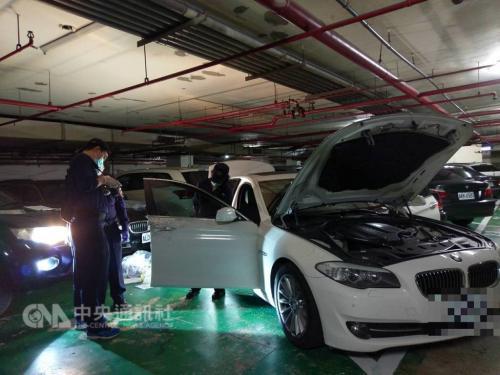 台北两女遭劫车自称被抢数千万新台币 四男落网