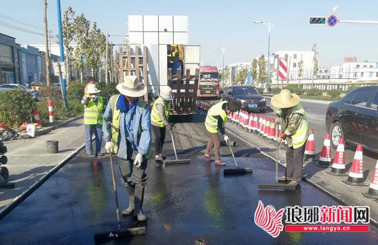 临沂特种抗车辙路面浇筑成功 抗车辙能力增强10倍