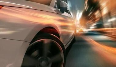 淄博6座客车塞进27人 遇交警想跑被查获