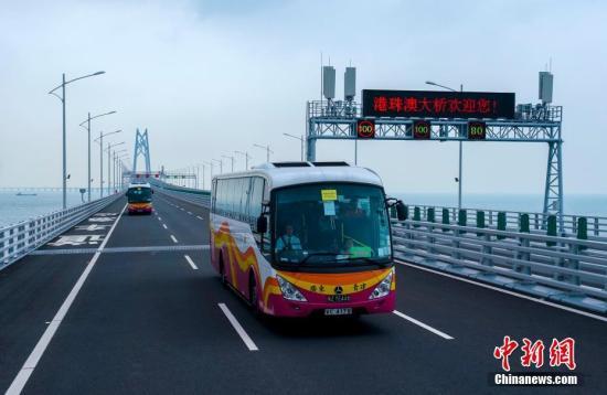 港珠澳大桥单日使用人次逾10万 再创开通后新高