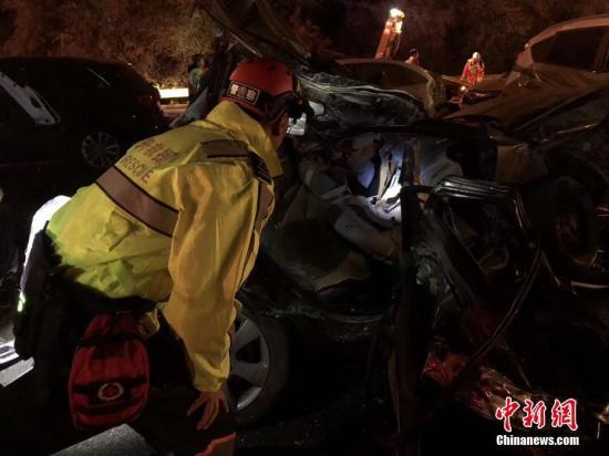 兰海高速特大交通肇事案致15死44伤事故司机被刑拘