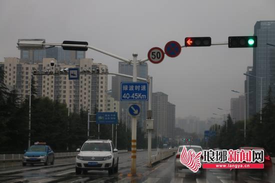 """临沂城区现有52条绿波路段 """"绿波带""""你了解吗?"""