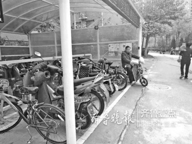 停车充电方便,济南有小区想建车棚却被业主否,卡哪啦