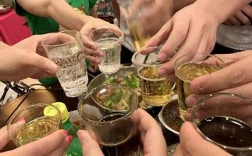 聚会时喝下两瓶白酒 淄博一男子不省人事被送急诊科