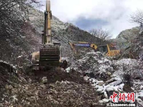 金沙江山体滑坡堰塞湖:救援抢险通道已掘进7.5公里