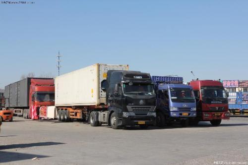 张店交警集中整治重型柴油货车违法行为