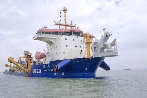 """广州港迎来世界领先亚洲最大耙吸船""""浚洋1"""""""