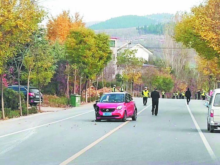 沂源燕崖:轿车连撞6人 导致3死3伤