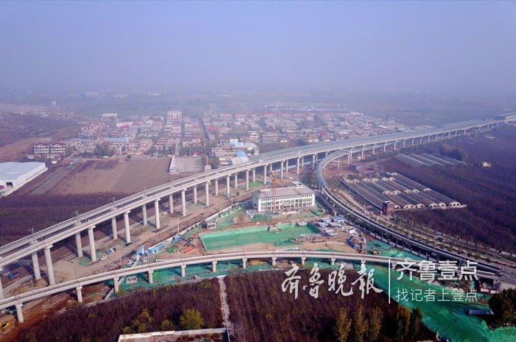 航拍济南地铁R1线高架,犹如巨龙腾飞