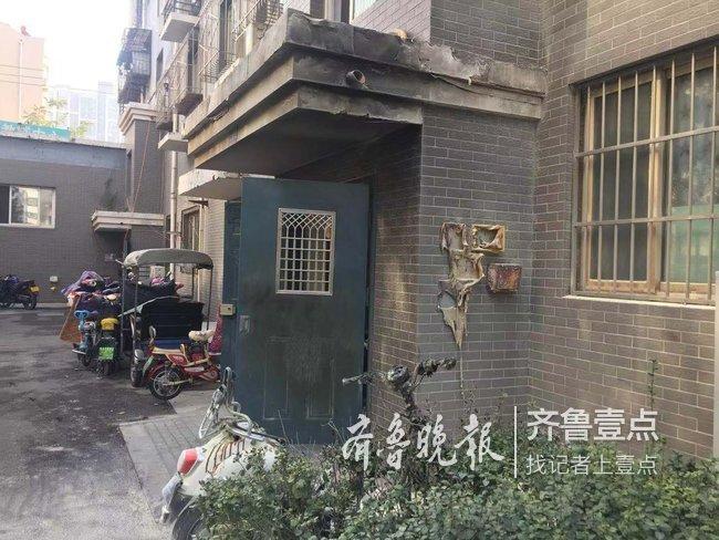 疑因充电引起自燃,济南一小区两辆电动车被烧