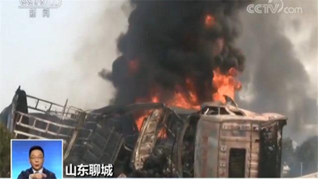 团雾引祸端?21辆车相撞 16辆车起火燃烧2人遇难