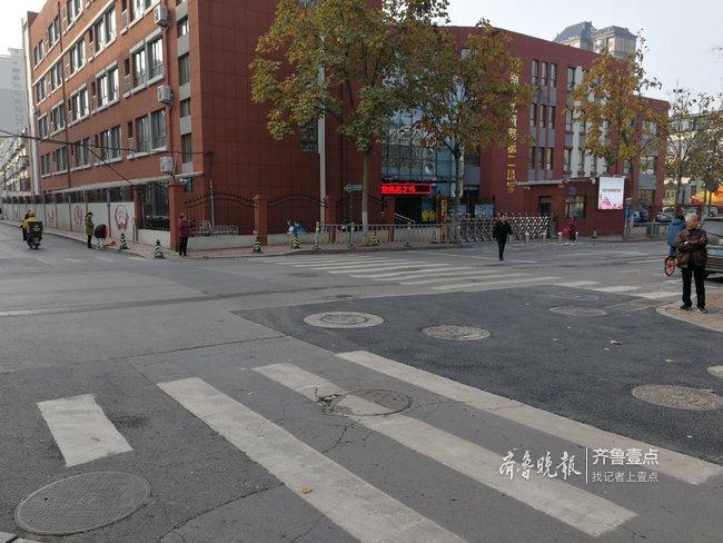 济南历山东路路面发生塌陷,已修复完毕恢复正常通行