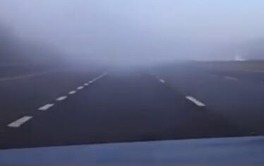 高速上開車,遇到團霧怎么破?