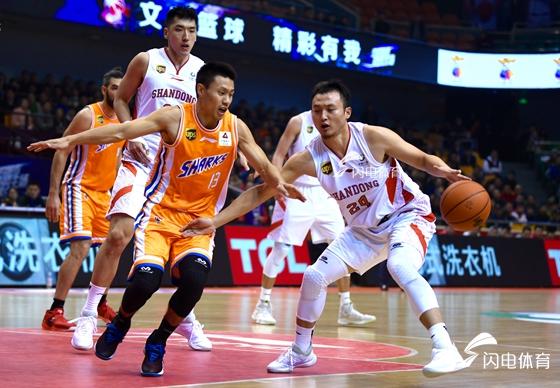 对攻大戏!山东西王男篮99-96上海主场豪取三连胜