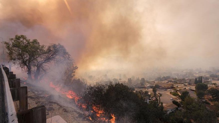 美国加州山火持续肆虐 死亡人数上升至31人