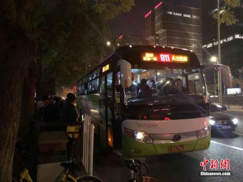 """燕郊北京""""双城生活"""":我的上班路就像一场战斗"""