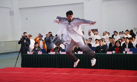 推广太极拳运动助力全民健身 陈氏太极拳走进崂山社区