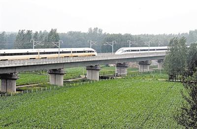 列车交会时速420公里 日本记者感叹:追不上中国速度
