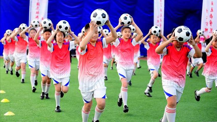 27秒丨梅州足球教学舞视频曝光 看完你惊讶了吗?