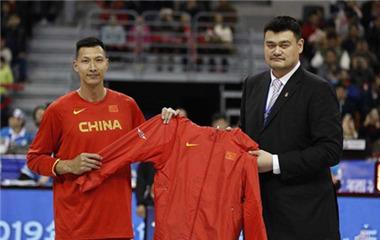 新一届中国男篮名单公布 易建联领衔