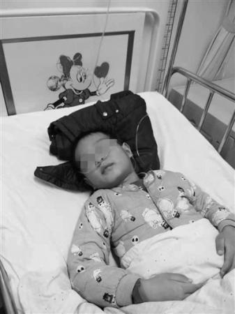 8岁白血病男童被父放弃事件追踪 多方援助倔爸松口