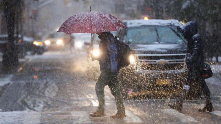 暴风雪侵袭美国东北部:已造成8人死亡,部分地区电力供应中断