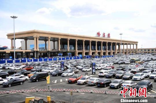 """沪哈空中大通道""""满月"""" 130架次航班加入沿海航路"""