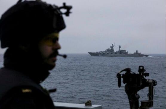 俄3艘军舰驶入英吉利海峡 英军舰紧急拦截(动图)