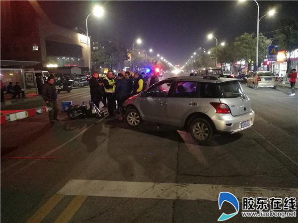 轿车突然违规掉头 引发一起事故(图)