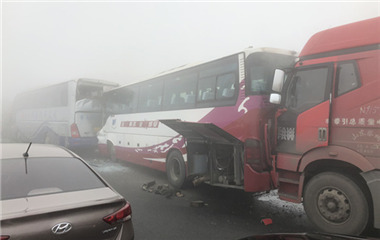 突发!大雾致京台高速宁阳段多车连环撞