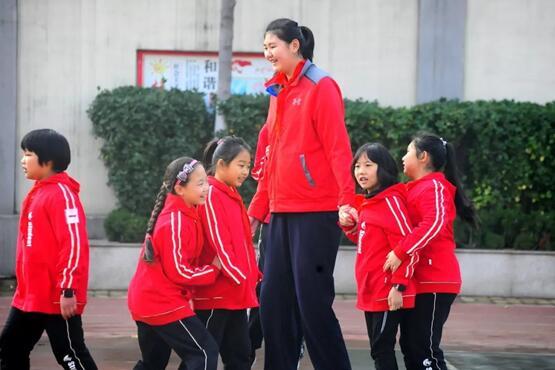 """""""高不可攀""""!济南这个2米1的11岁小学生真是块打球的料"""