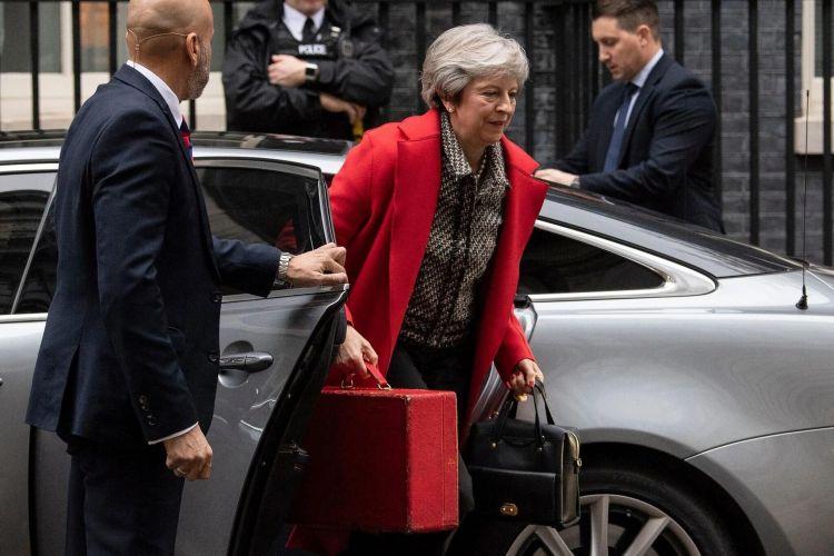 不信任投票和任性的内阁成员 英首相:面临威胁也不会改变战略