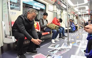 国内首辆互动主题地铁列车青岛上线