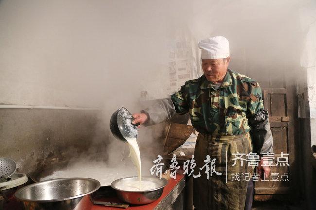 他的早晨始自凌晨1点!莱阳一父亲卖豆腐供俩儿上大学