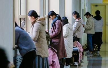 济南:备战考研国考 暖气旁成复习热门位置