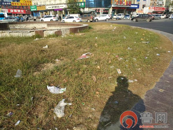 菏泽昔日地标三角花园垃圾遍地 相关单位均表示不负责