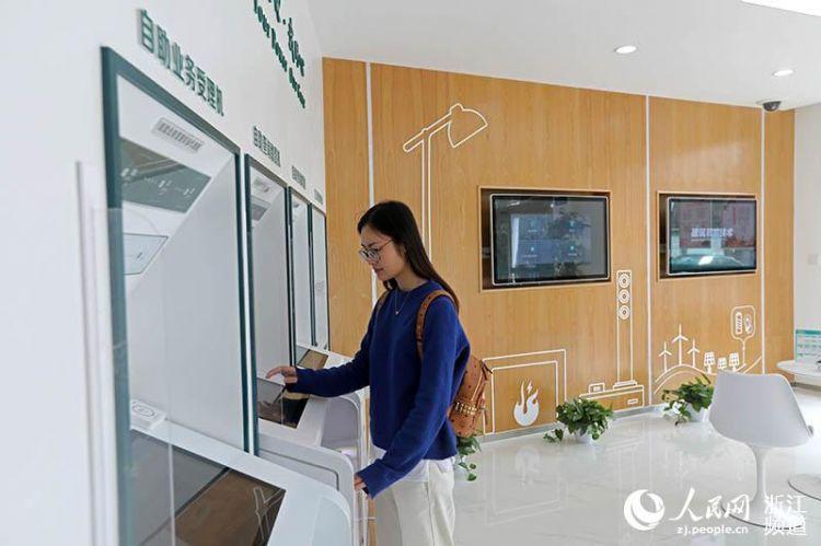 宁波奉化:首个供电无人营业厅投用(组图)