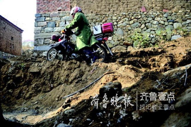 济南村医赵奎发:42年背坏近20个出诊箱,骑坏4辆摩托