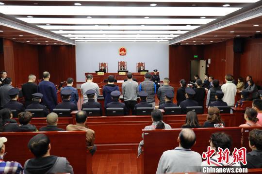 """上海首例""""套路贷""""重刑宣判3人被判无期徒刑"""