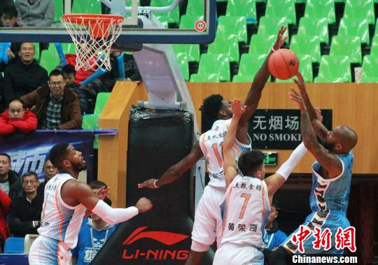 CBA联赛北京男篮87:73客场力克四川 喜获9连胜