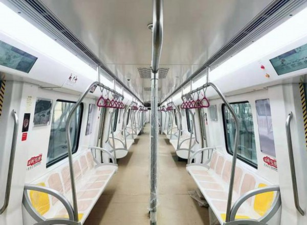"""济南R1线首列车""""上岗""""! 跑完全程仅需半个多小时"""