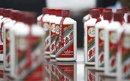 博山区市场监管局集中销毁144瓶假冒伪劣白酒