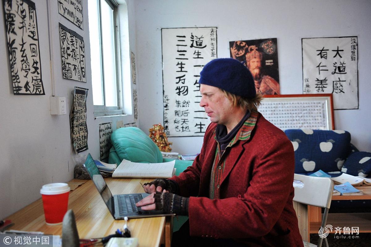 美国人戴岭的一天 在青岛接待客人上外教课享受中式生活
