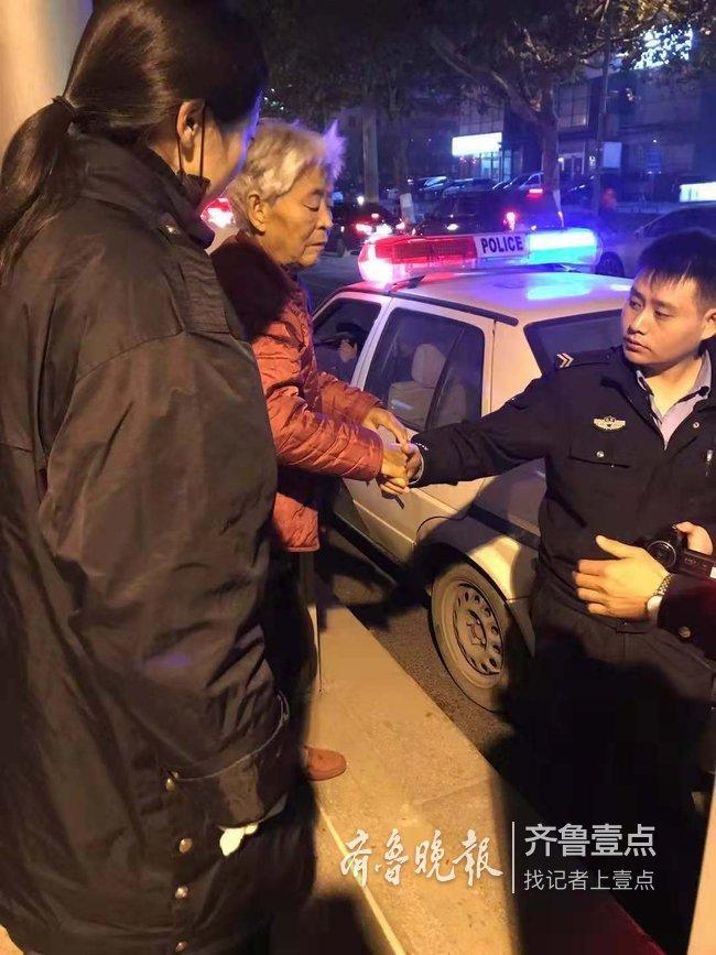 济南一老人公交车上不知回家路,站务员携手民警救助